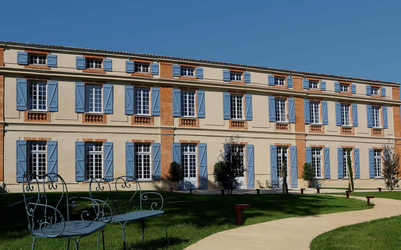 Façade du château hôtel à Toulouse