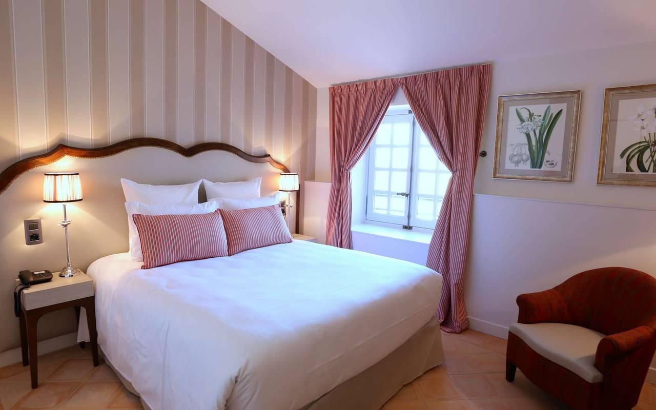 Chambre classique de l'hôtel de charme à Toulouse