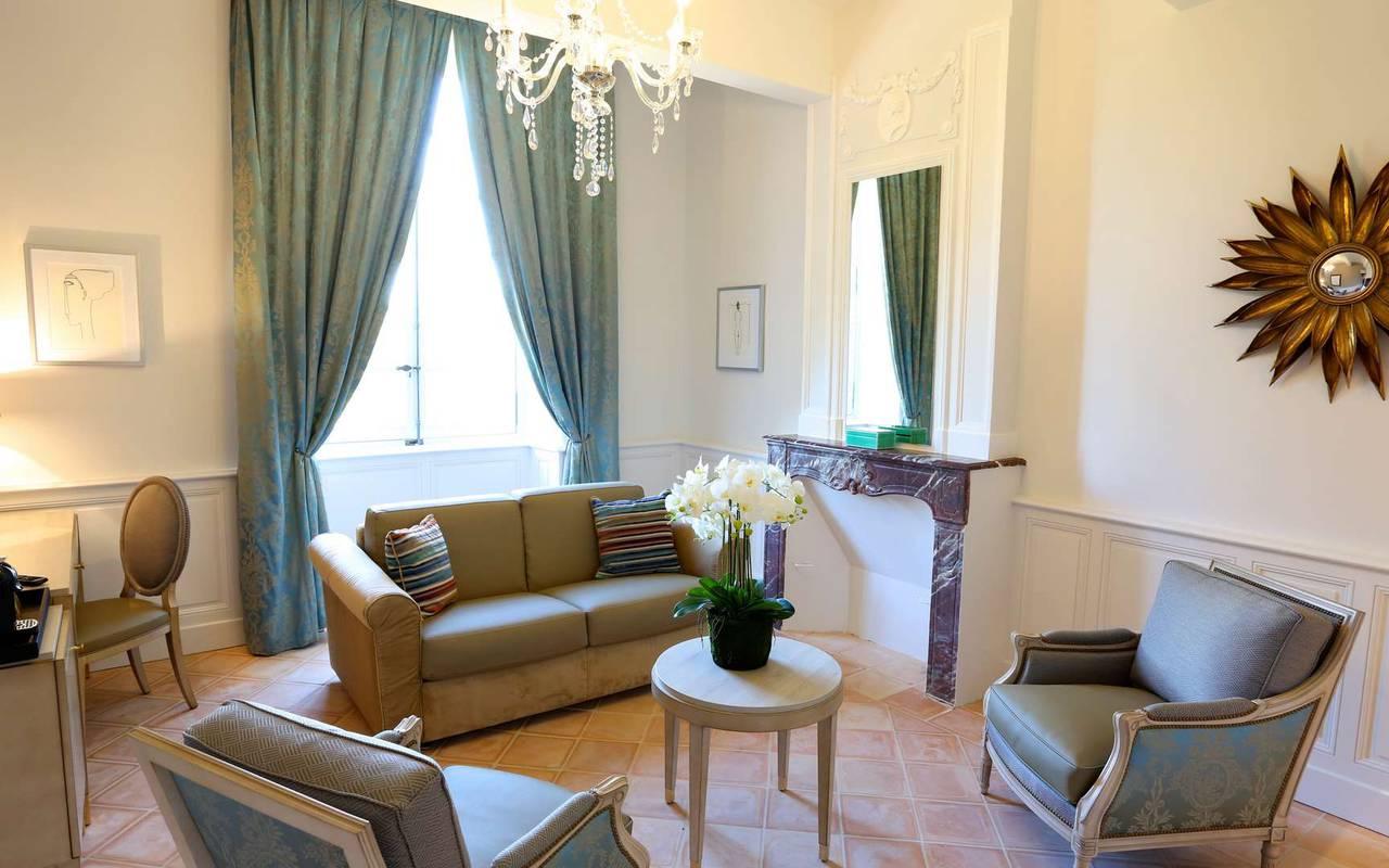Salon de la suite duplex du château hôtel à Toulouse