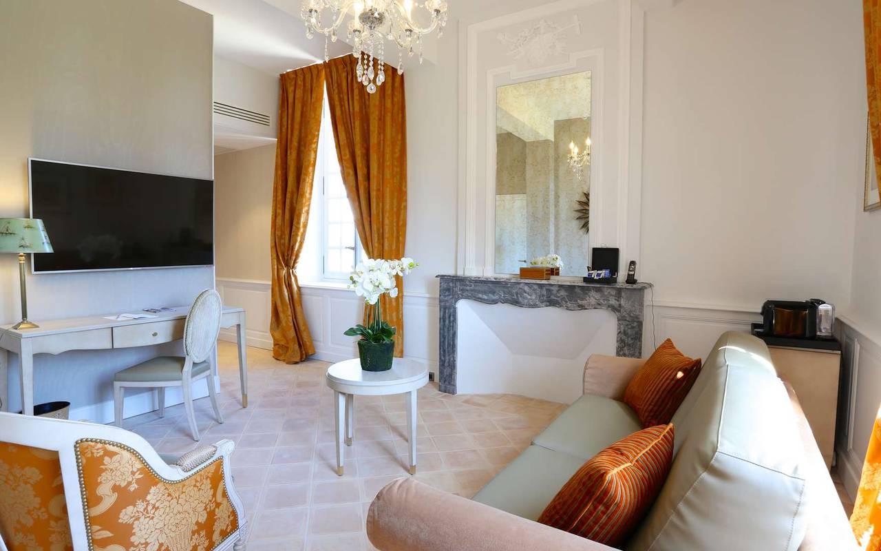 Salon de la suite duplex prestige de l'hôtel de charme à Toulouse
