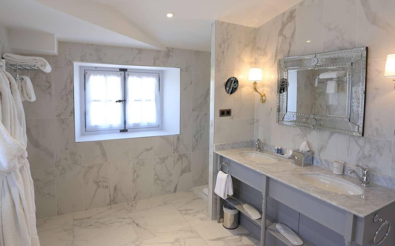 Salle de bain de la suite duplex prestige