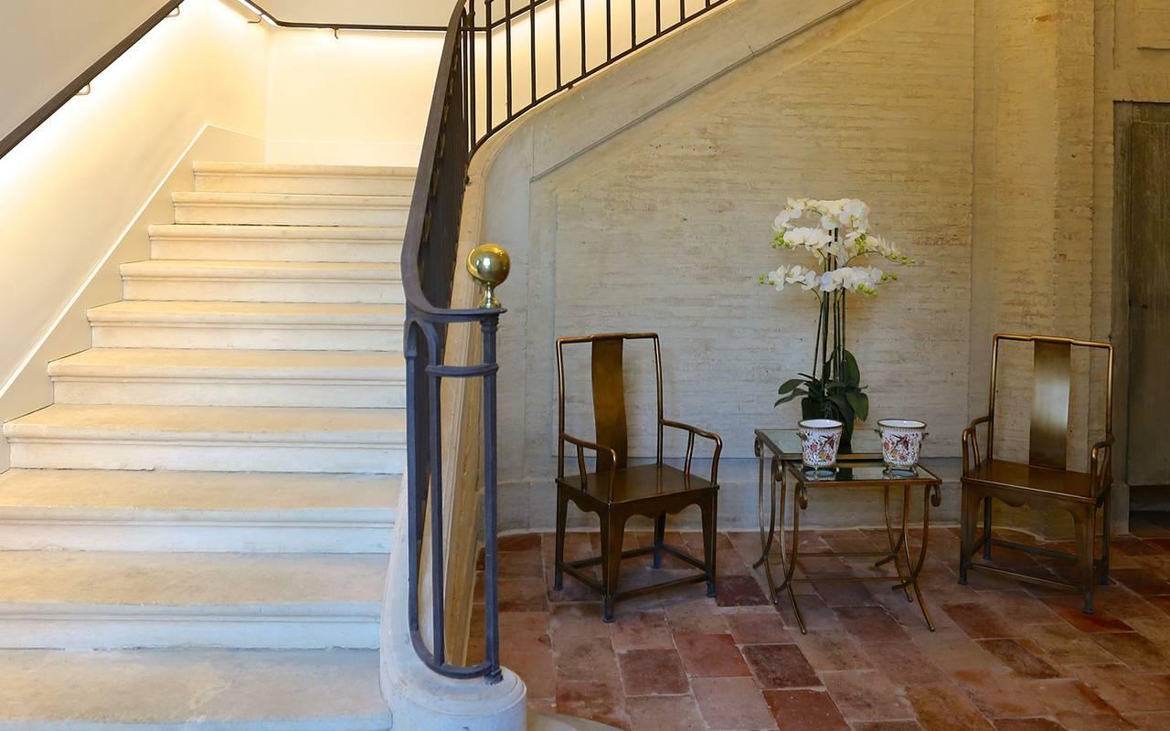 Escalier de l'hôtel de charme à Toulouse